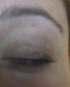 Lookit all that dark schmutz on my eyelid!